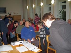 Yli 60 retkeilystä ja matkailusta kiinnostunutta ihmistä kokoontui Kuusankosken seurakuntatalolle kuulemaan muun muassa tulevista tapahtumista.