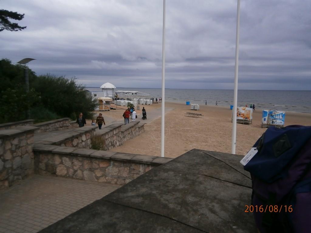 Autiota hiekkarantaa Jurmalassa.